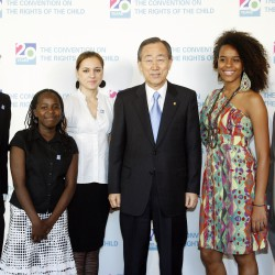 Secretary-General with Youth Delagates